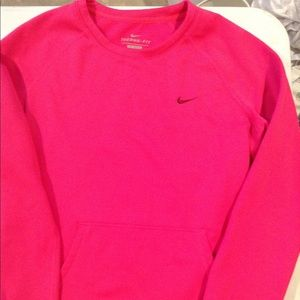 Women's Nike Therma-Fit Pullover size medium
